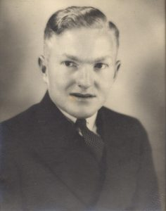 (1) Davis, Frank (SX27151), portrait