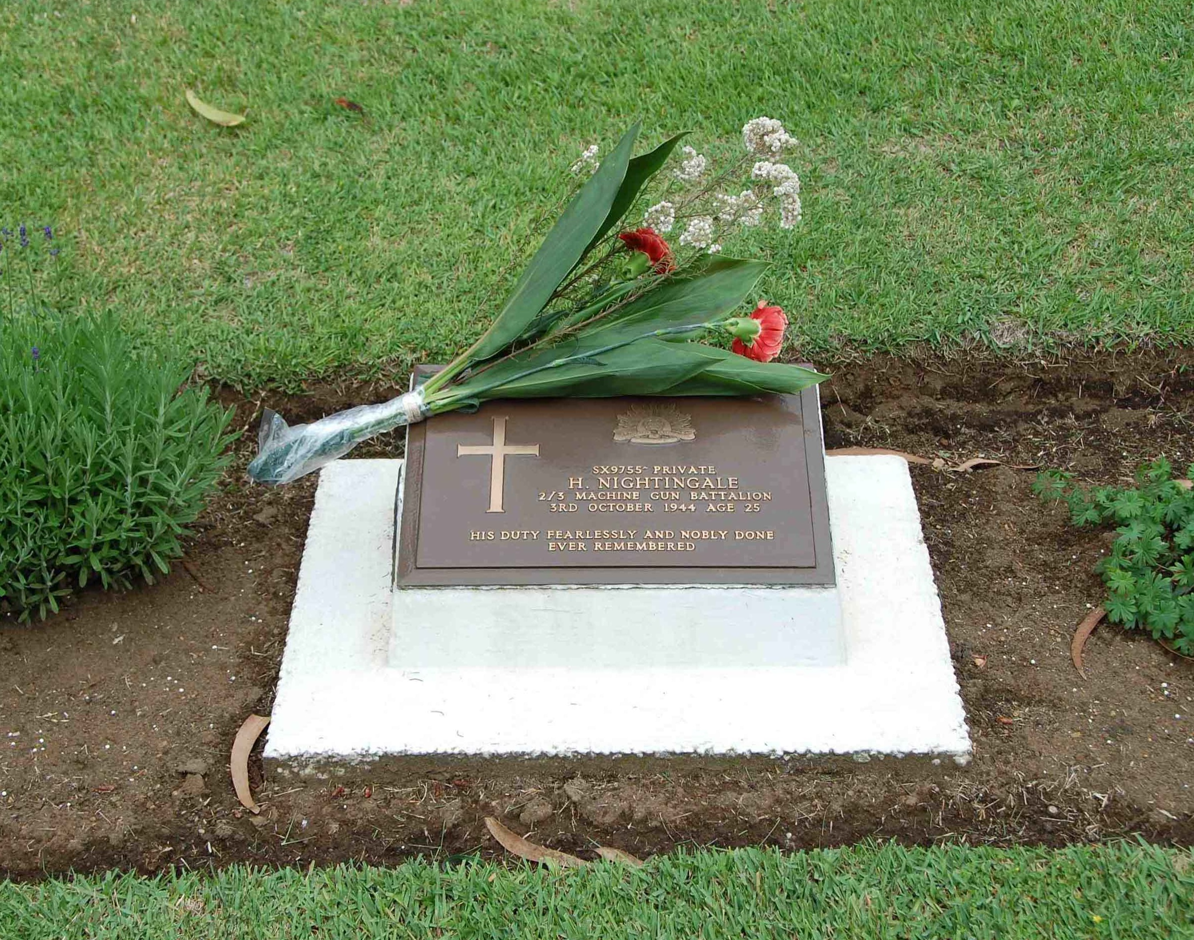 (11) NIGHTINGALE Howard (SX9755), Howard's grave with flowers