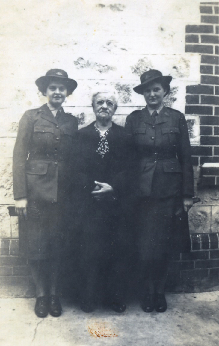 (3) HENDERSON, Milicent May (Army SF113524), with Thelma & grandmother