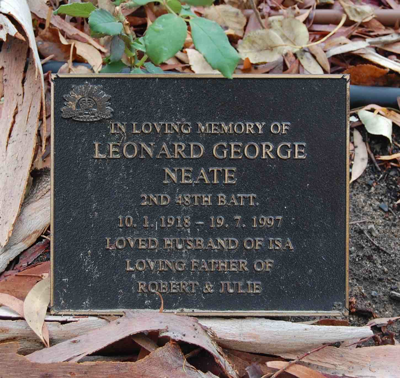 Plaque dedicated to Len NEATE in the Victor Harbor Cemetery; this photograph was taken by Victor Harbor RSL History Research Team member Ian MILNES on 7 March 2010.