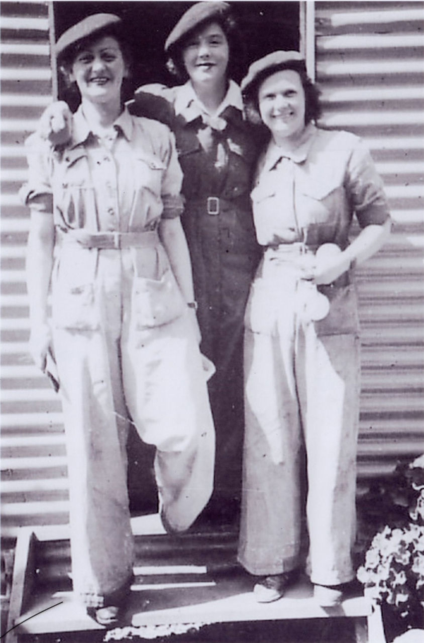 Molly (centre) is shown with fellow WAAAFs, left: Joan WATT(110267 ACW Joan Elizabeth Florence WATT (b 26 Nov 1923, enlisted 21 Apr 1943, demobilised 15 Feb 1944) and Chris LEE (right) (111674 ACW Christina Amy LEE (b 25 Dec 1921, enlisted 29 Dec 1943, demobilised 22 Jan 1946); the date taken and the photographer are unknown.